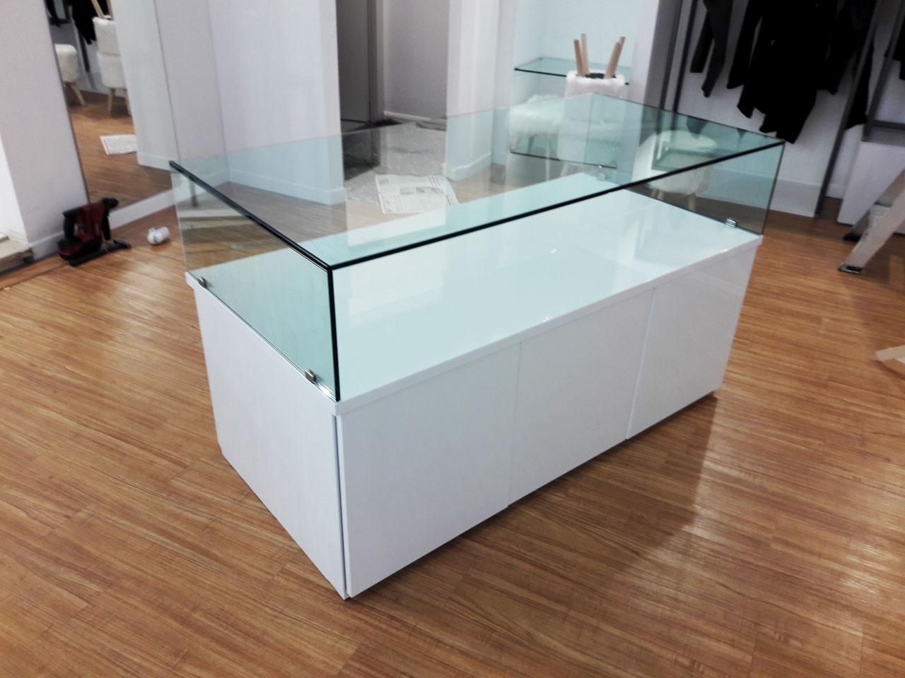 Restyling mobile negozio ceylon b side printing for Mobili commerciali di design