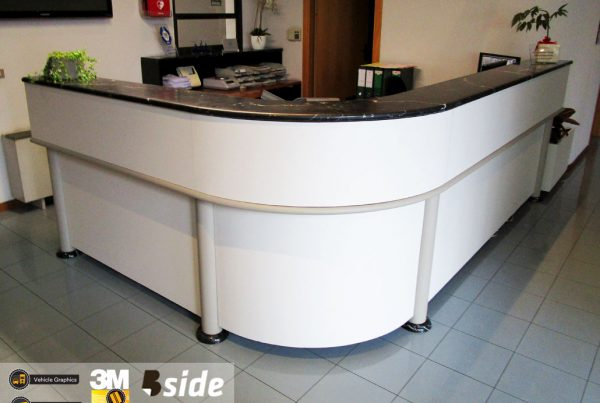 bside-printing-rivestimento-banco-reception-3M-dinoc